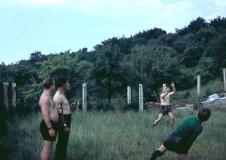 1966 in Roßbach beim Ballspielen
